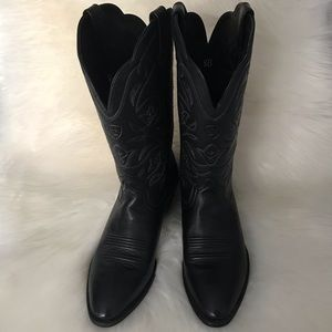 Ariat Shoes - ARIAT Women's Heritage R Toe Western Boot  Size 8B